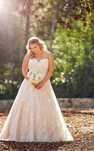 plus-size-wedding-dress-lace-strapless-aline
