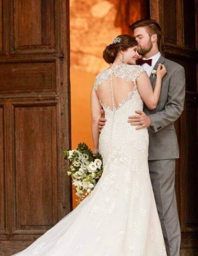 large-size-wedding-dress-mermaid-back-detailed