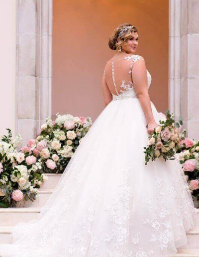plus-size-wedding-dress-sweetheart-backdetail-vintage